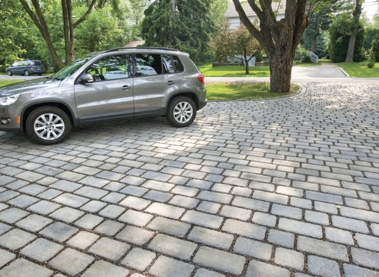 Traditional paver driveway design